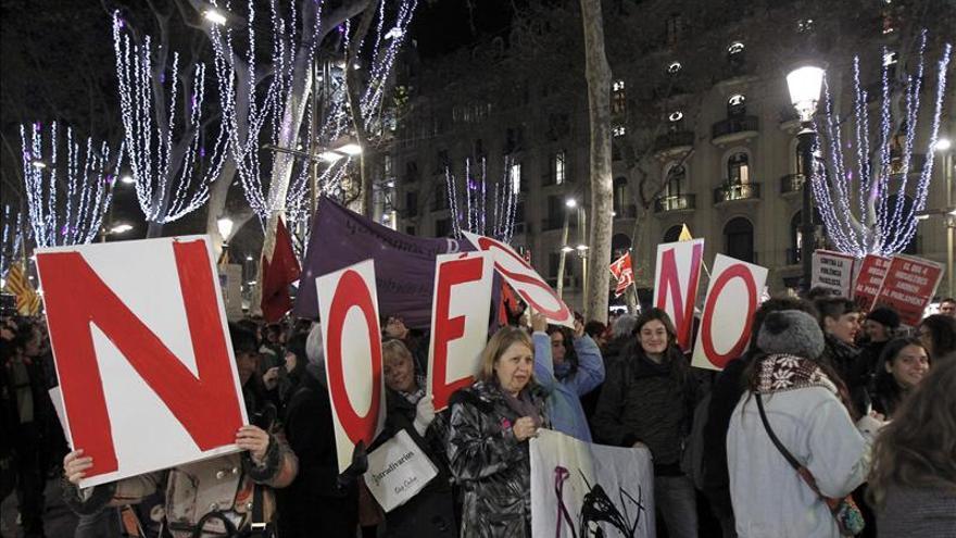 Un millar de personas se manifiesta en Barcelona contra la violencia machista