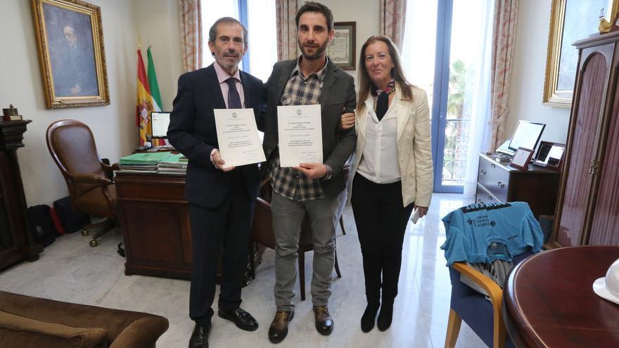 El decano Lara, Dani Rovira y Rosario Monter, en el acto de nombramiento del actor como presidente de la sección | ICA Málaga