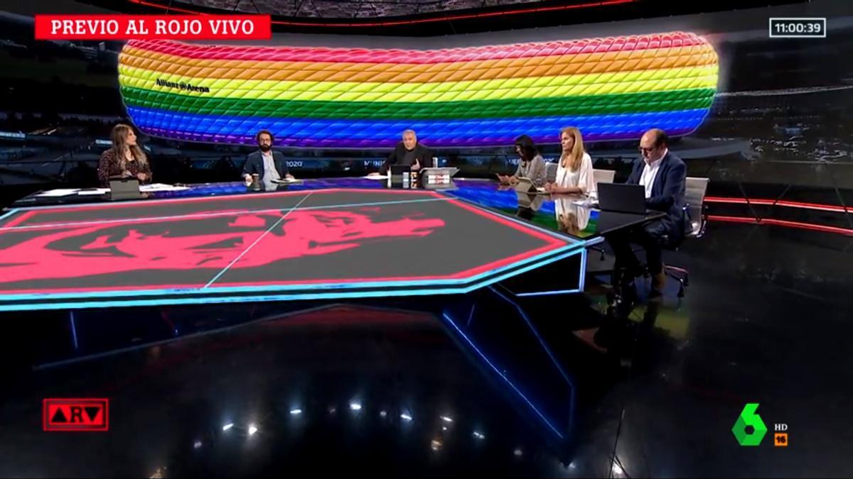 El Allianz Arena iluminado con la bandera LGTBI+ preside el plató de 'ARV'