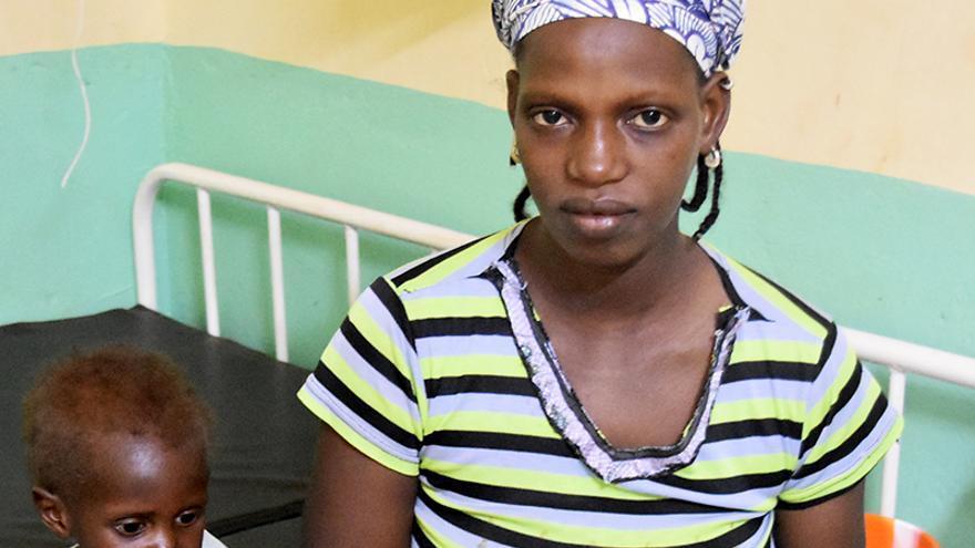 Fátima es originaria de Burkina Faso. Tiene 26 años y cuatro hijos de 9, 6, 2 años y tres semanas.