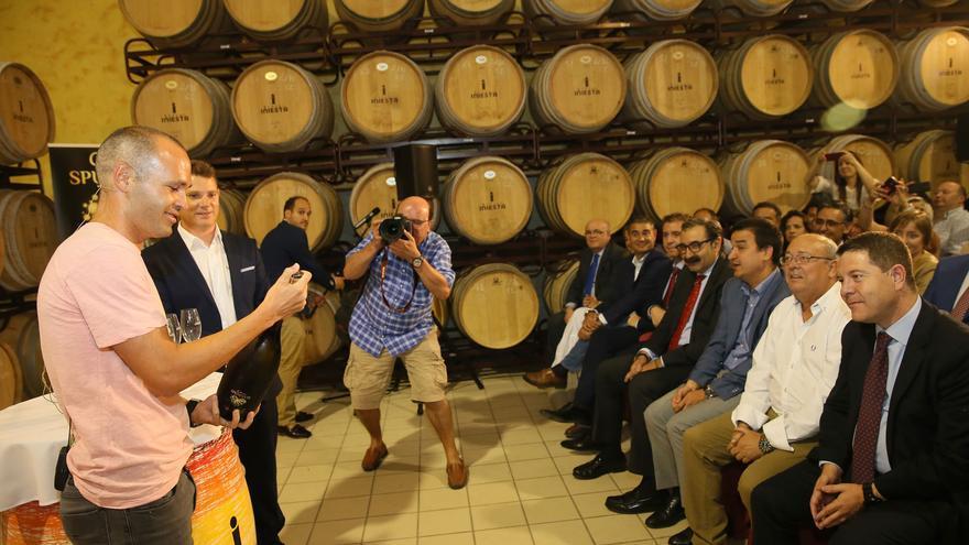 Iniesta presentaba su nuevo vino espumoso en Fuentealbilla