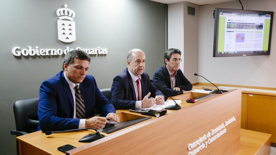 El consejero de Industria Pedro Ortega,  el viceconsejero Adrián Mendoza, y el jefe de del área industrial, Manuel Sánchez