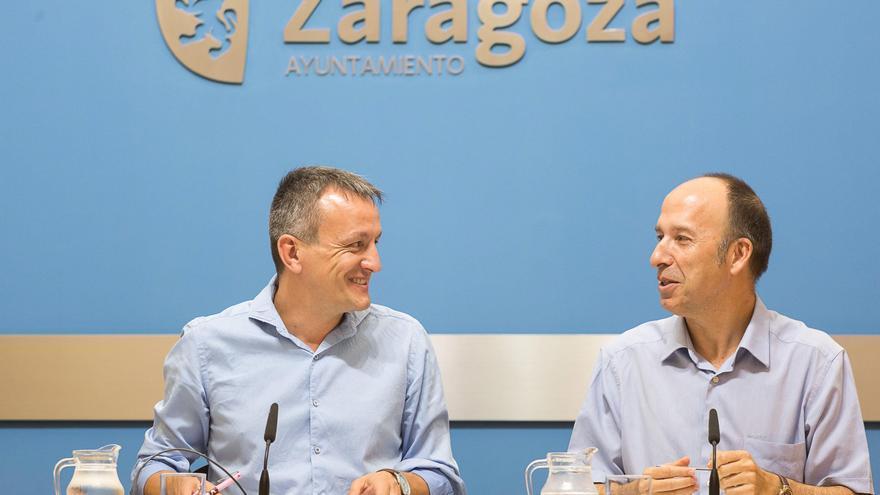 El concejal de Cultura del Ayuntamiento de Zaragoza, Fernando Rivarés, y el portavoz de CHA, Carmelo Asensio.