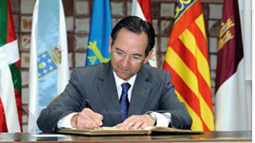 Antonio Castro. presidente del Parlamento de Canarias. (CANARIAS AHORA)