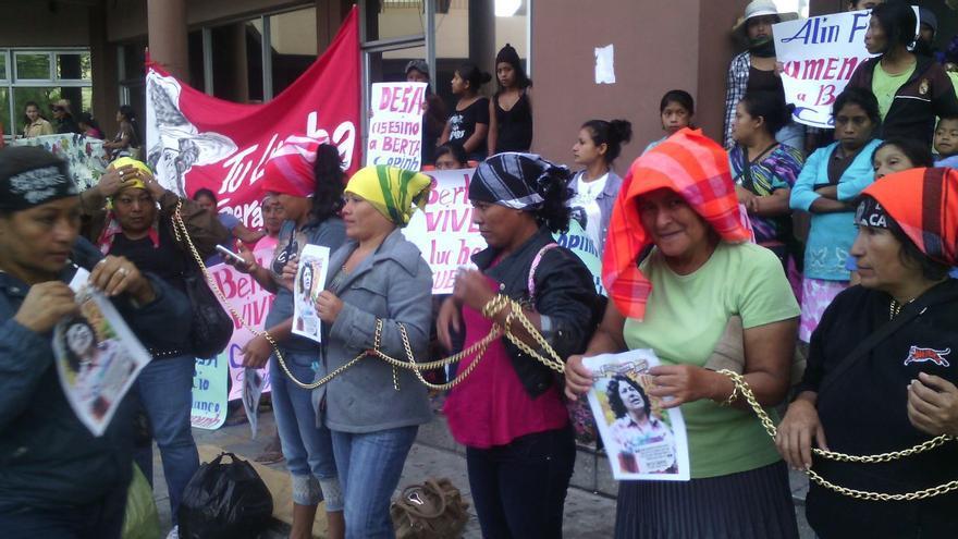 Concentración de la organización COPINH en protesta por el asesinato de Berta Cáceres   Foto: Red Nacional de Defensoras de Honduras