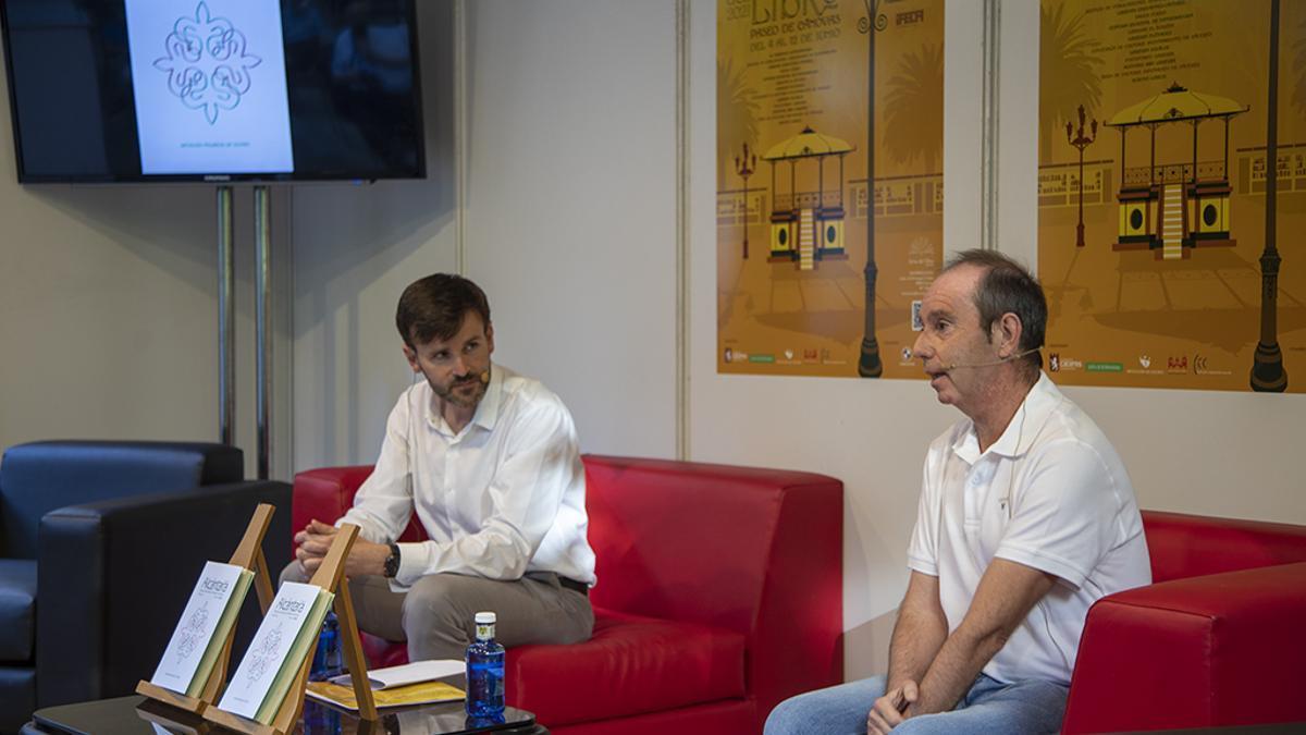 Fernando Ayala, director de la revista Alcántara a la derecha, y Fernando Grande, diputado provincial de Cultura y Deportes