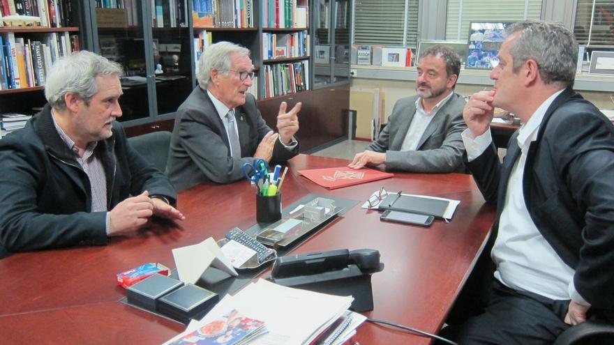 CiU y ERC se emplazan a seguir conversando tras su reunión sobre la alternativa a Colau