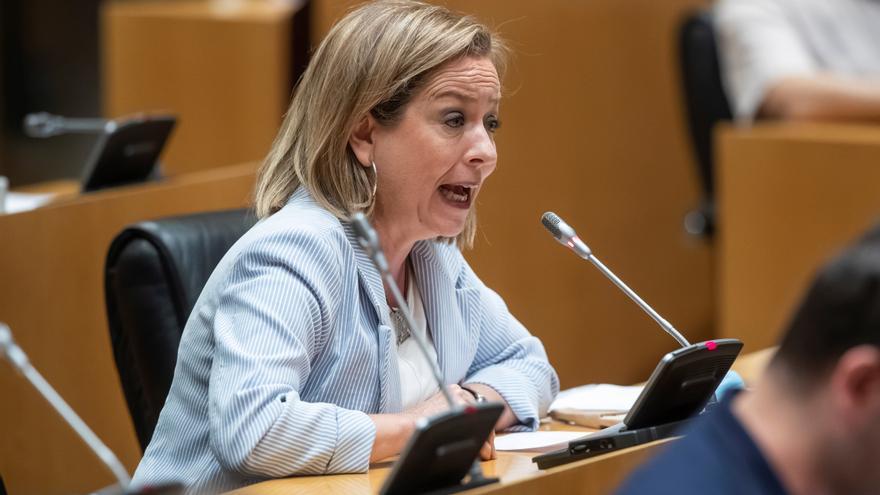 """Ana Oramas critica que en Madrid no se entienda la fragilidad de la economía canaria en la pandemia: """"Se piensan que estamos todo el día en la playa y comiendo plátanos"""""""