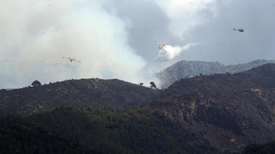 Los Bomberos dan por controlado el incendio de Tivenys, que ha quemado 109 hectáreas