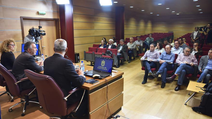 El vicepresidente del Cabildo de Gran Canaria, Ángel Víctor Torres, en la rueda de prensa en la que anunció la reapertura de la carretera de La Aldea