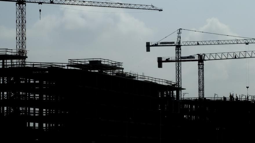 Construcción de una promoción de viviendas públicas en el barrio de Nueva Montaña. | JOAQUÍN GÓMEZ SASTRE