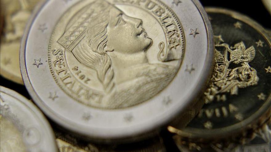 El euro baja en la apertura hasta 1,2395 dólares en Fráncfort