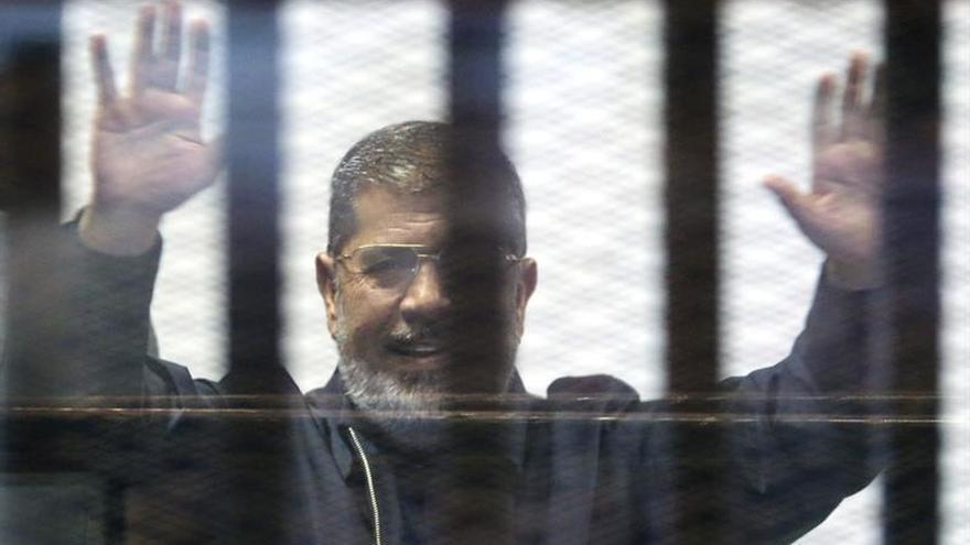 Anulan la cadena perpetua al expresidente egipcio Mursi en un caso de espionaje