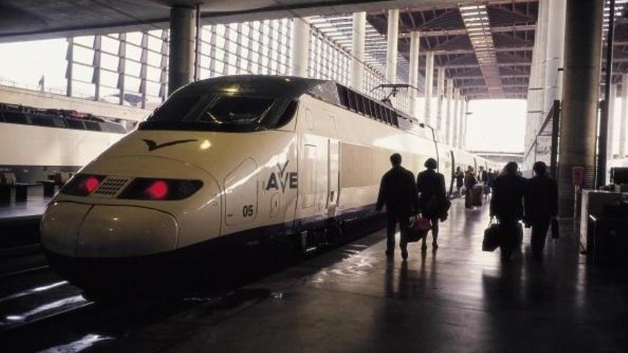 (Ampl.2) Renfe prevé multiplicar por seis el beneficio del AVE en 2016
