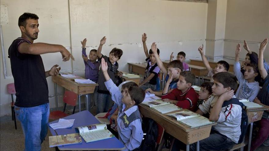 El EI reparte un programa educativo en las zonas bajo su control en Siria