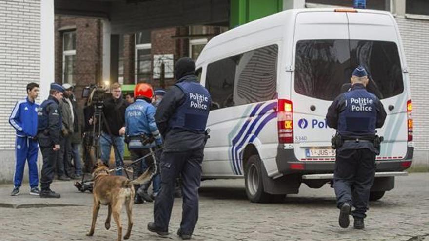 Las fuerzas de seguridad especiales de Bélgica efectúan una nueva operación antiterrorista en Molenbeek.