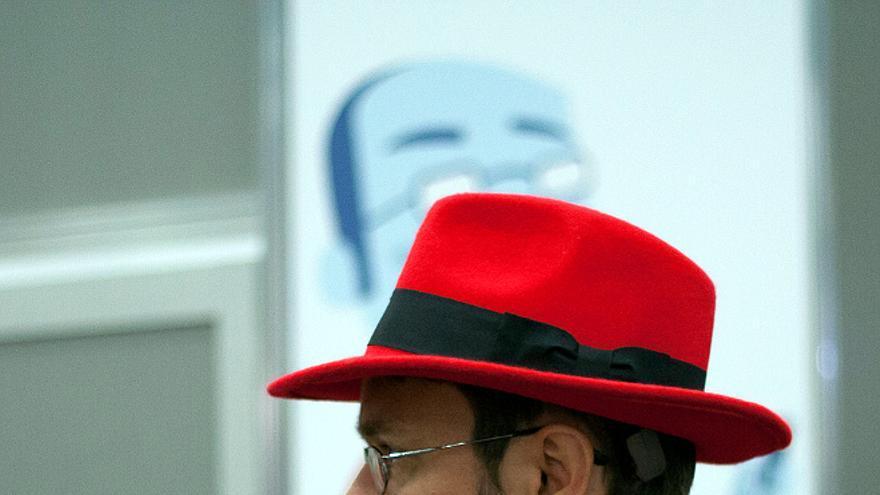El sombrero rojo es el símbolo de la compañía Red Hat (Foto: Garrett Heath, Flickr. Link: http://is.gd/E01xBz )