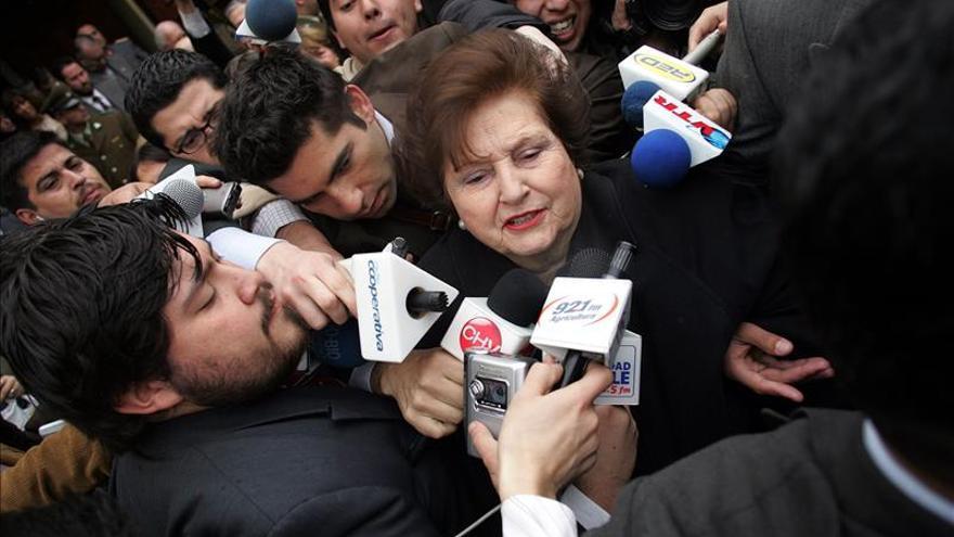 Acusan a la viuda de Pinochet de enriquecerse con bienes donados por el Estado