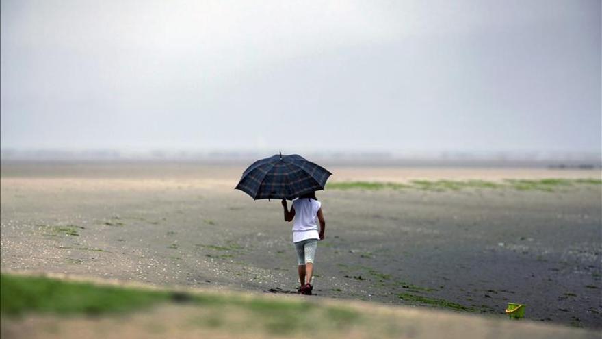 Persiste el ambiente otoñal con lluvias intermitentes y temperaturas cálidas