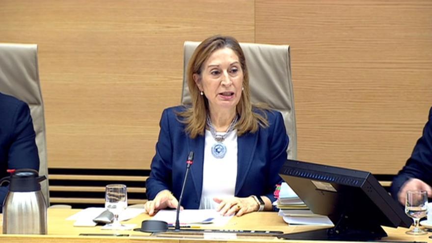 La exministra de Fomento, Ana Pastor, presidenta del Congreso, en su comparecencia en la comisión sobre Angrois en la Cámara