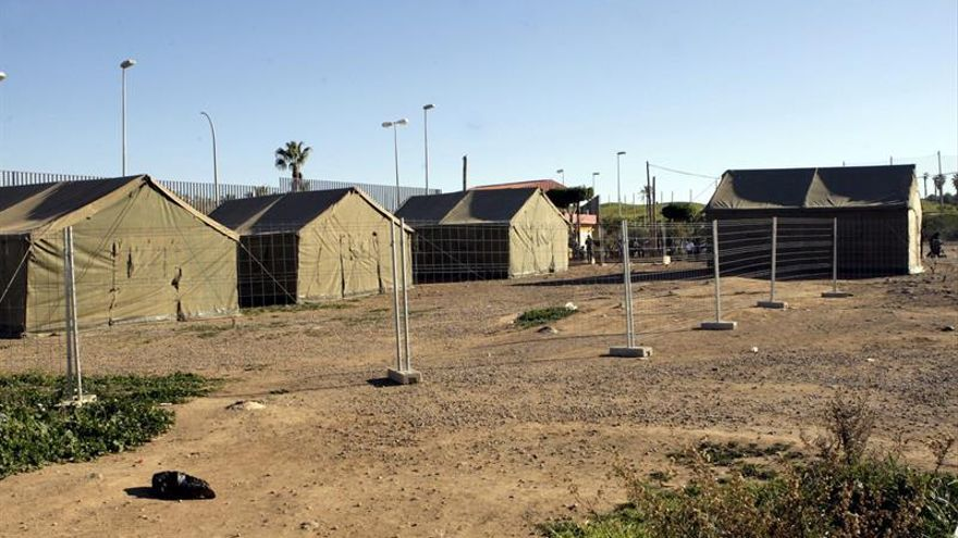 Unos 25 inmigrantes logran llegar al CETI tras saltar la valla de Melilla