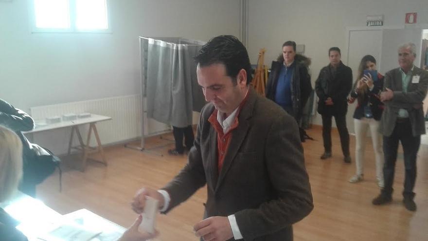 """Íñigo Alli (UPN-PP) dice que es """"un día de pocas palabras y de voto"""""""