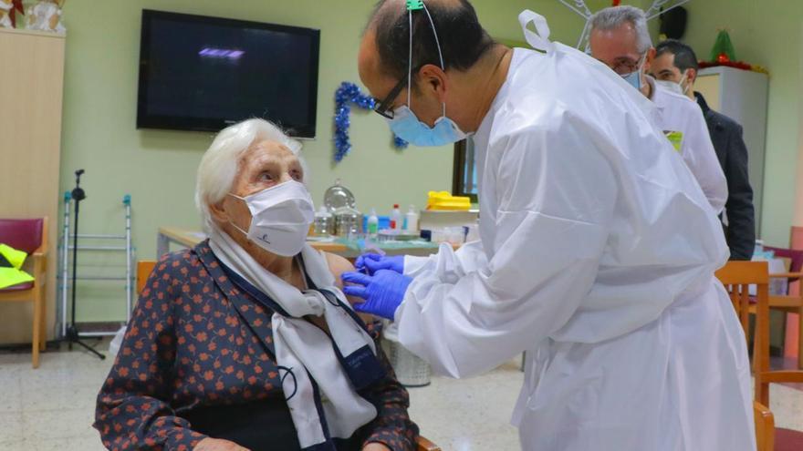 Más de medio millón de personas en Castilla-La Mancha tienen ya la pauta completa de vacunación