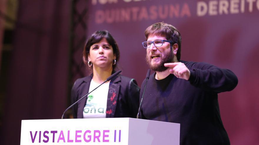 Miguel Urbán junto a Teresa Rodríguez en un discurso durante la asamblea de Vistalegre 2, en 2017.