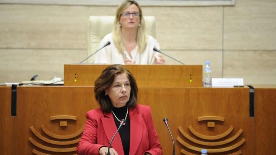 La vicepresidenta primera y consejera de Hacienda y Administración Pública, Pilar Blanco-Morales, ha comparecido a petición propia ante el Pleno de la Asamblea de Extremadura