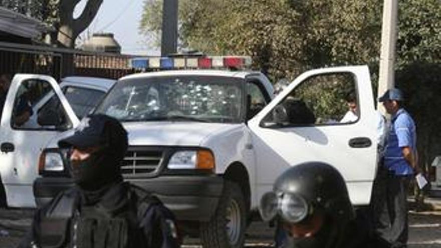 Abandonan frente a una comisaría en México dos cadáveres acribillados