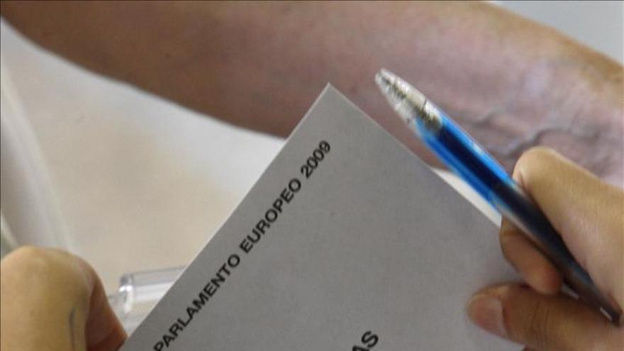 Los españoles, entre los menos convencidos de que el voto permite influir
