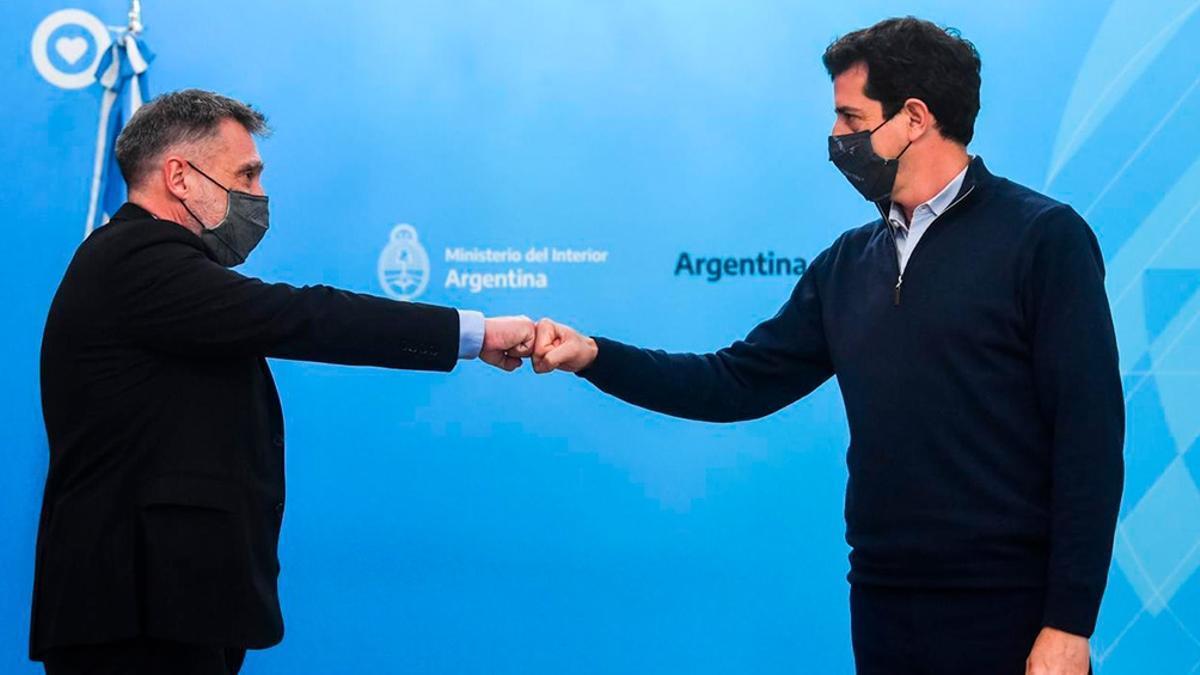 """Eduardo """"Wado"""" De Pedro con el presidente de la Cámara Nacional Electoral, Santiago Corcuera"""