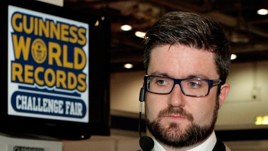 Uno de los encargados de comprobar que se cumplen las hazañas del Libro Guinness (Foto: guinnessworldrecords en Flickr)