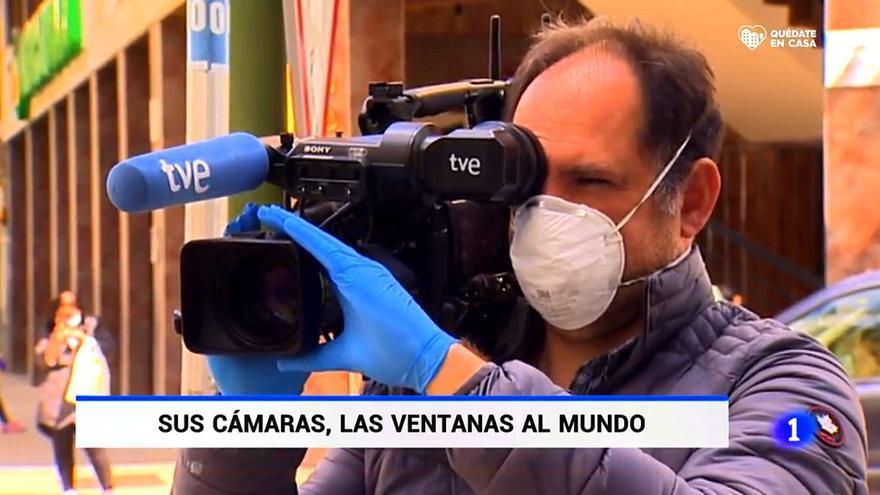 """El 'Telediario' rinde homenaje a sus cámaras, """"las ventanas al mundo"""" en la crisis del coronavirus"""