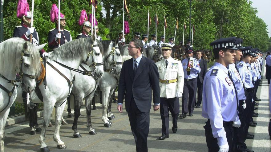 José Luis Morcillo desfila tras el entonces alcalde de Madrid, Alberto Ruiz-Gallardón