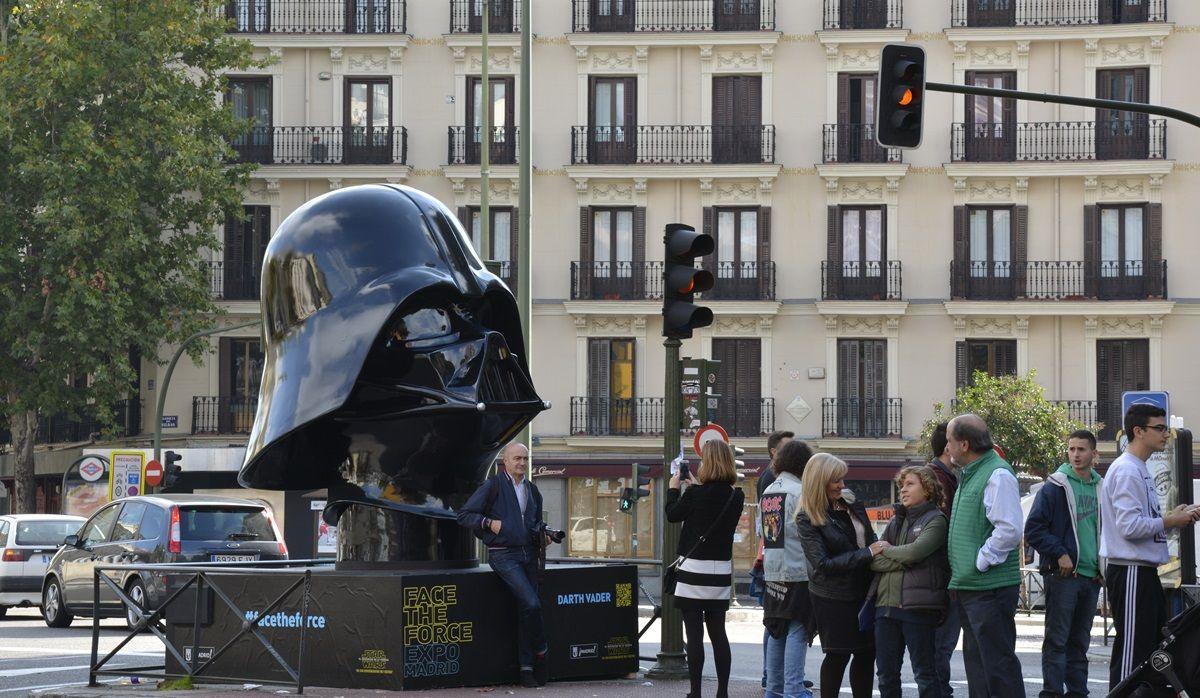 La escultura de Darth Vader, en la glorieta de Bilbao | DAVID PEÑA