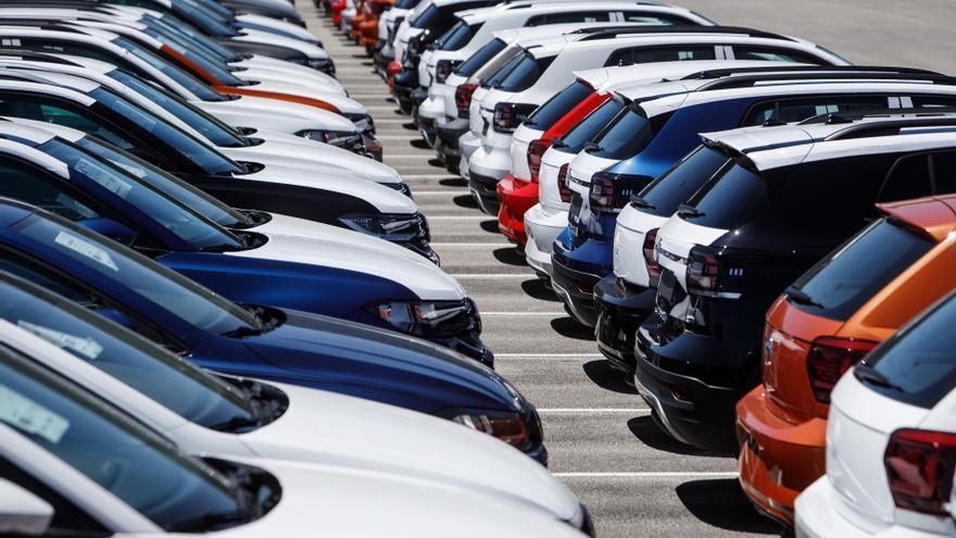 Archivo - Campa con vehículos de Volkswagen Navarra
