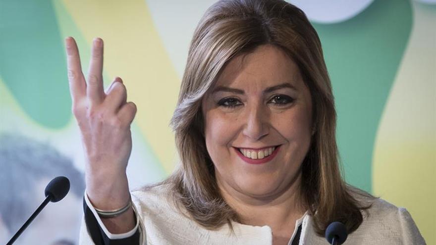 Díaz exhibe músculo junto a cientos de alcaldes deseosos de que se presente