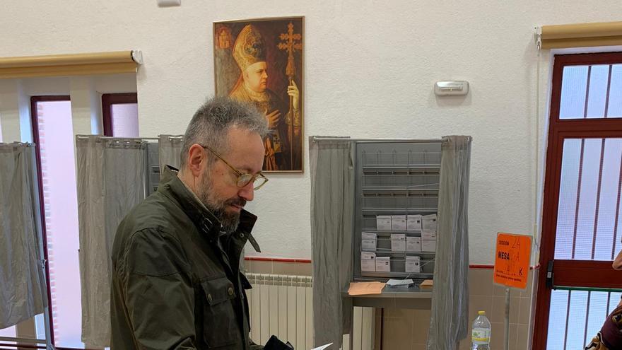 Juan Carlos Girauta votando en Toledo