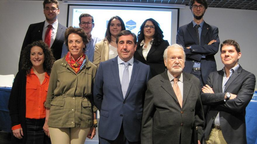 En el centro, los abogados de la Diócesis de Córdoba y de la plataforma pro Mezquita pública, antes del debate.