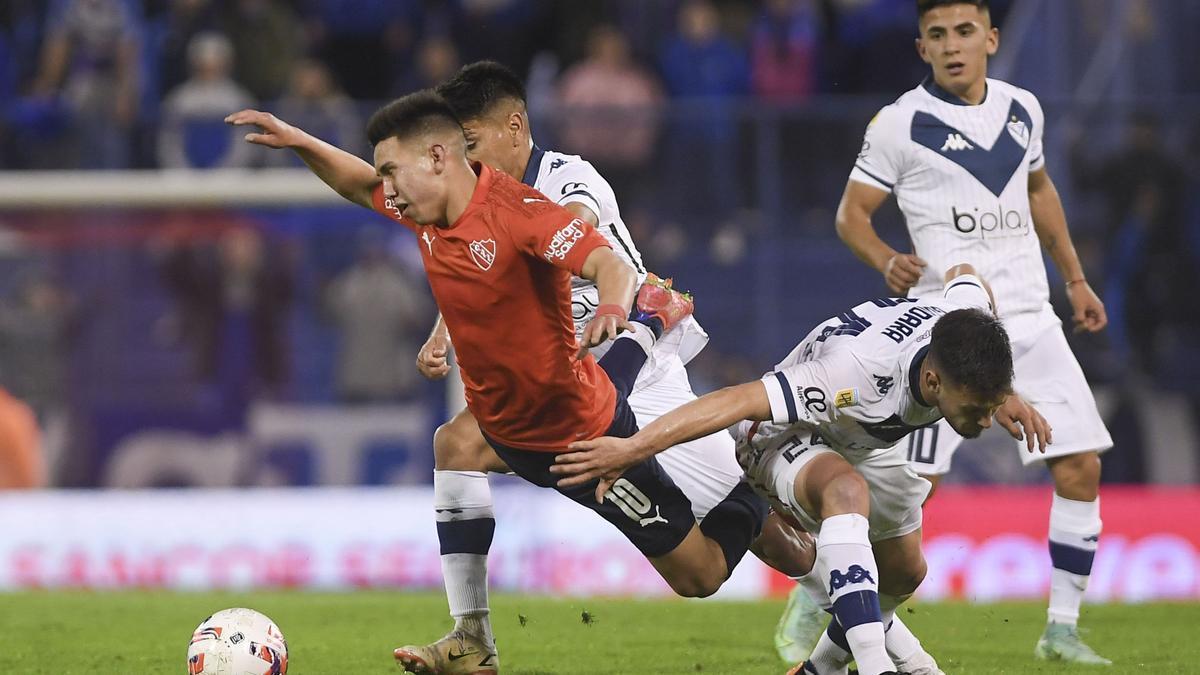 Empate a tres goles entre Vélez e Independiente