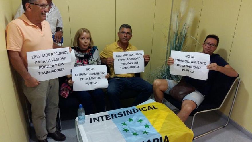 Sindicalistas ocupan las gerencias de la mayoría de los hospitales canarios en señal de protesta.