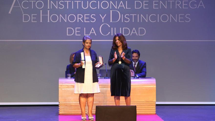 La madre de Marta Mangué, medalla al Mérito Deportivo de Telde