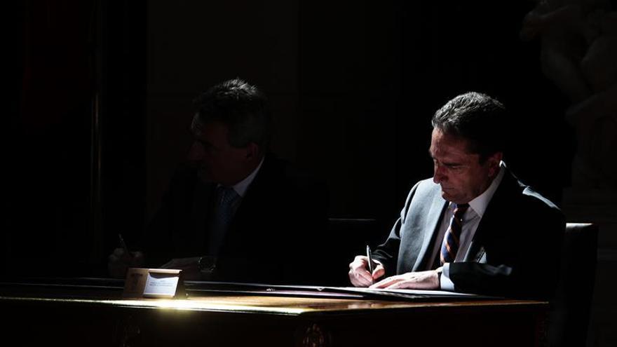 Ministro de Defensa de Chile valora desafío de hacer soberanía en Antártida