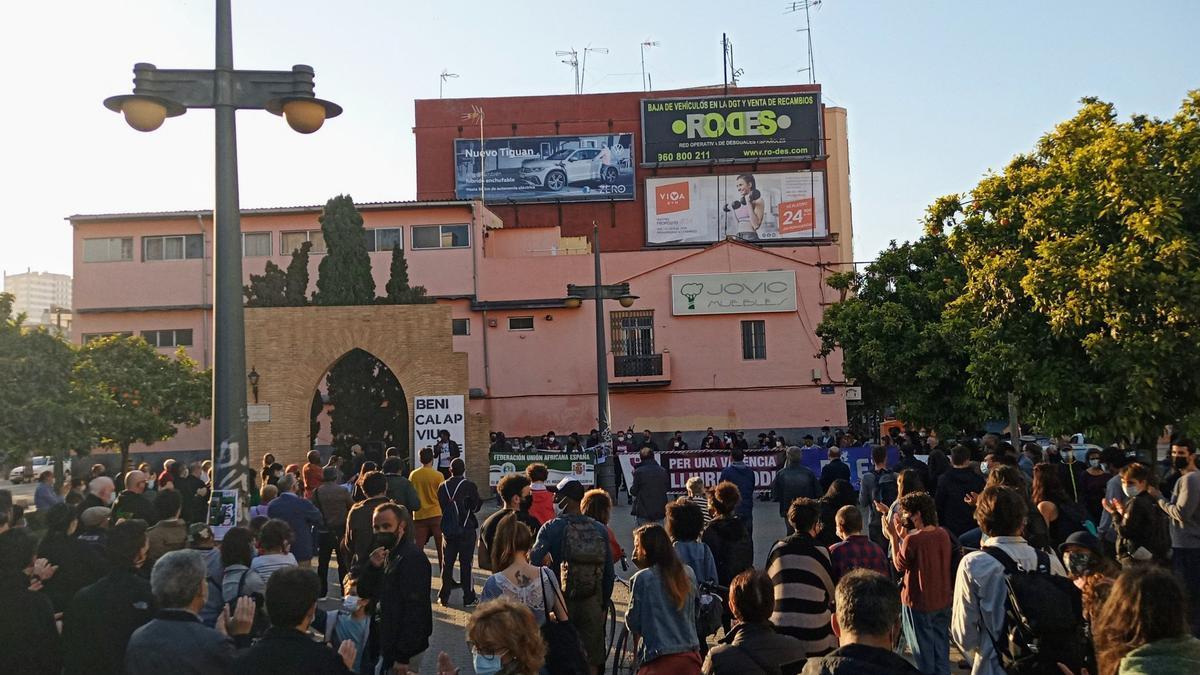 Concentración contra el racismo en el barrio valenciano de Benicalap.