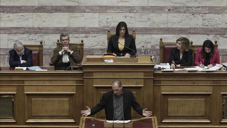 El Parlamento griego inicia el debate sobre la ley para facilitar la devolución de las deudas