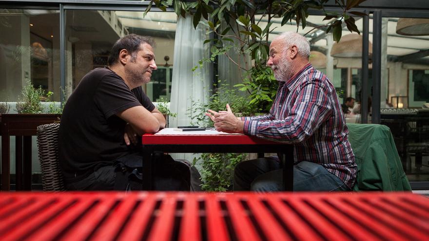 El periodista Ramón Lobo y el dibujante Manel Fontdevila