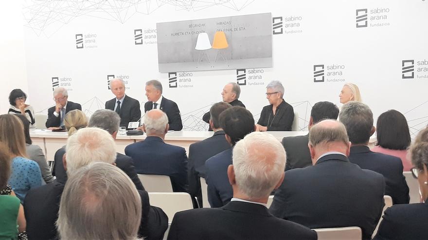 Representantes de la Judicatura, la Iglesia y víctimas de ETA constatan la necesidad de deslegitimar la violencia