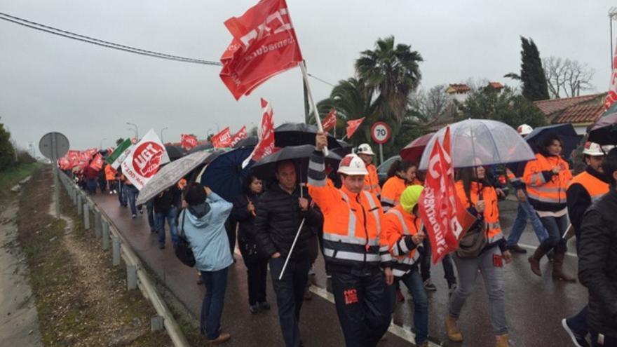 La lluvia y el mal tiempo no han impedido que haya iniciado su recorrido la marcha / Twitter @psoeex