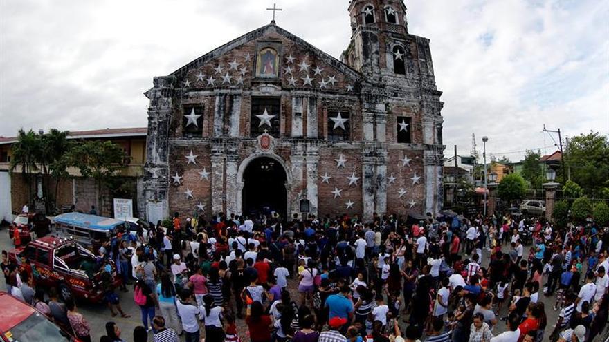 Trece heridos por la explosión de un granada frente a iglesia de Filipinas